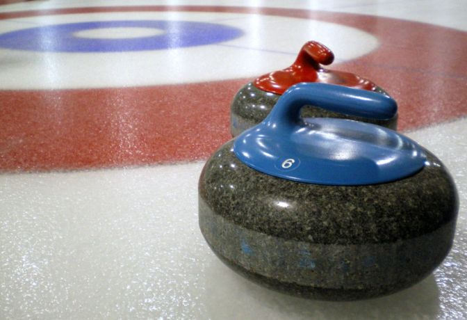 Curling © Wikimedia Commons