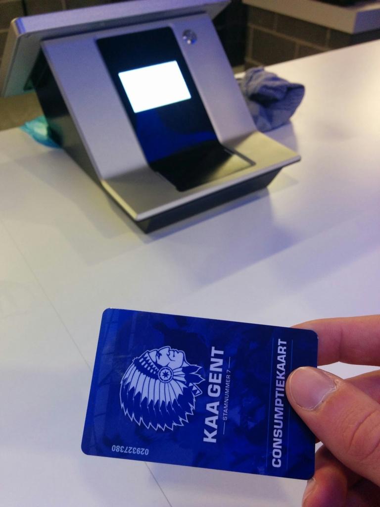 Obligatoir hebbeding: de consumptiekaart. En dan merken dat je met 1,20 euro op de kaart niets meer bent.