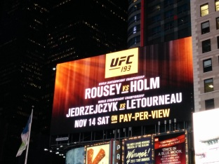 Rousey vs Holm op Times Square