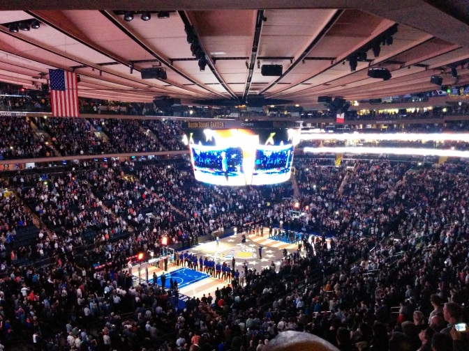 IN BEELD: naar een NBA game in Madison Square Garden